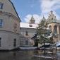 Bazylika, widok od wschodu wraz z częścią klasztorną. Z konwerterem. Widać też plac przed.