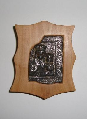 Medalik po oprawieniu w drewno
